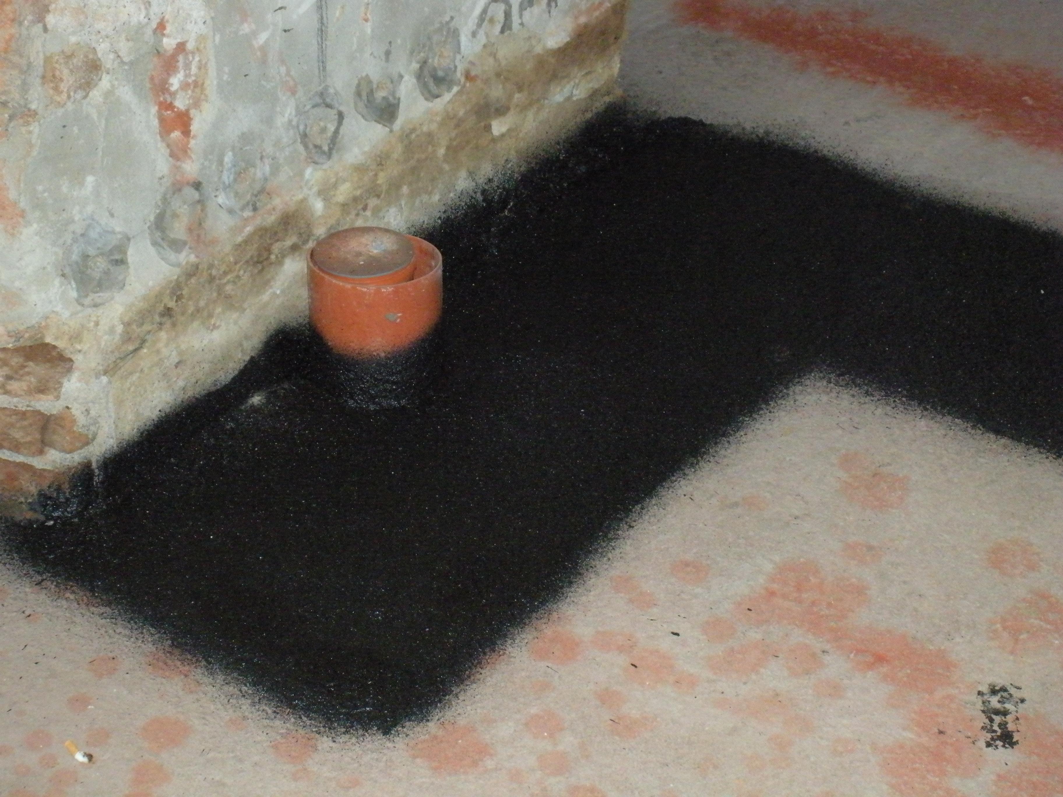 Bitumeny - aplikace na podlahu stříkáním
